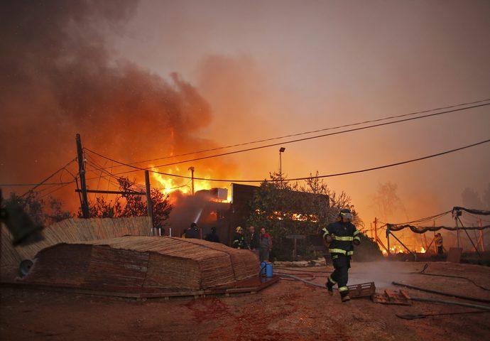 الاعلام العبري:اندلاع حريق كبير في غلاف غزة