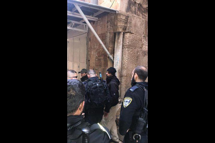 اعتقال أحد حراس الأقصى بعد الاعتداء عليه بشكل مبرح