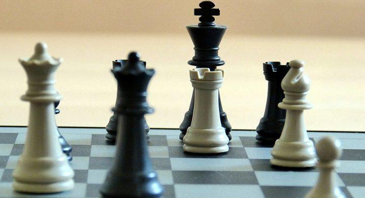 قطعة الشطرنج الأغلى في العالم... الحظ يبتسم لهاوي آثار