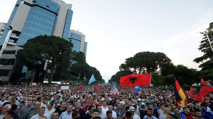 رئيس ألبانيا يلغي الانتخابات البلدية ورئيس وزرائها يصر على إجرائه