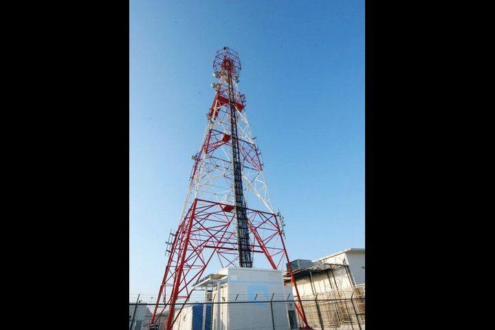 مواطنون يتصدون لمستوطنين حاولوا منع تركيب برج لشركة اتصالات