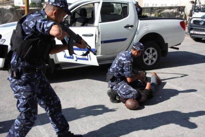 الشرطة تلقي القبض على 6 مشتبه بهم في مخيم بلاطة