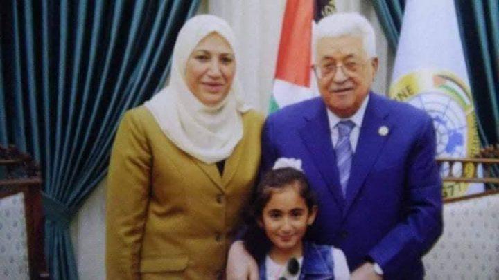 """وزيرة شؤون المرأة ترد على منتقديها حول """"صورة العيد"""""""