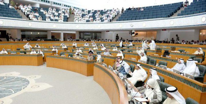 نائب كويتي يتوعد المصريين في الكويت بهذا القانون