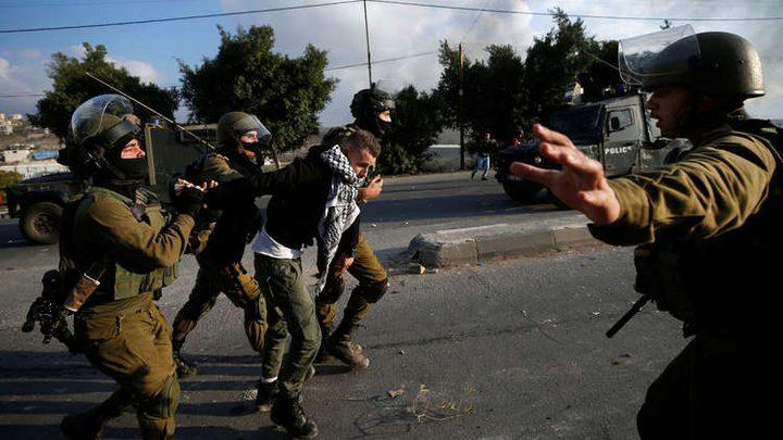 الاعتقالات تطال 12 مواطنا بالضفة ومداهمات في القدس