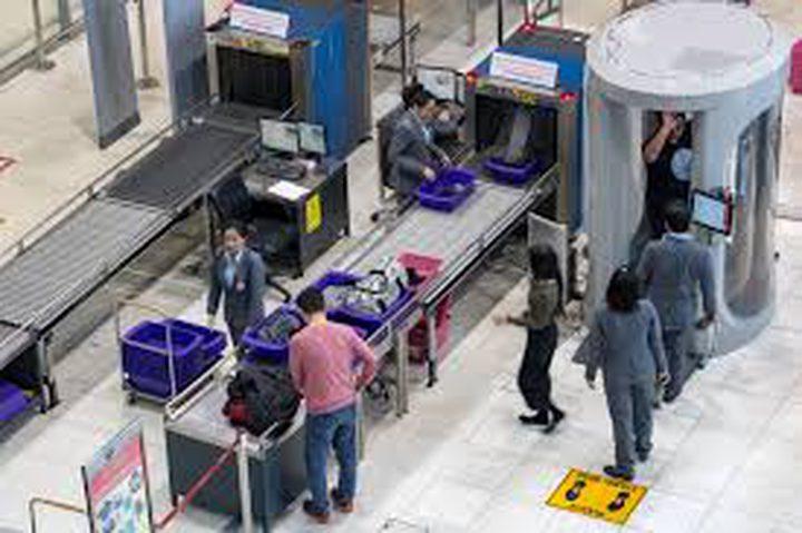 هل الإشعاع الناتج عن المساحات الضوئية بالمطار خطير