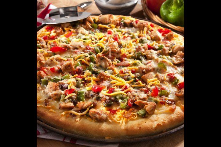 طريقة عمل بيتزا دجاج بالريحان