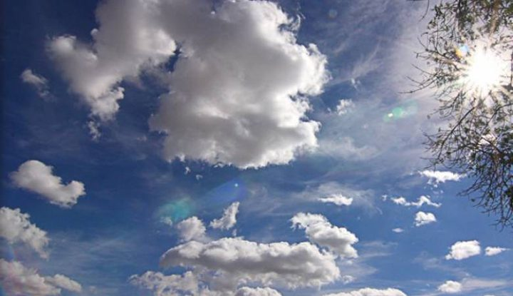 حالة الطقس:أجواء حارة والحرارة حول معدلها العام