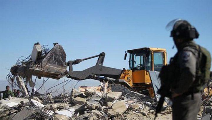 إصابة شاب خلال هدم الاحتلال غرفة سكنية وبركسات في بيت جالا