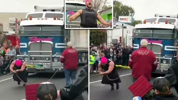"""شاهد كيف سحب أقوى رجل في استراليا """"شاحنة الوحش"""""""