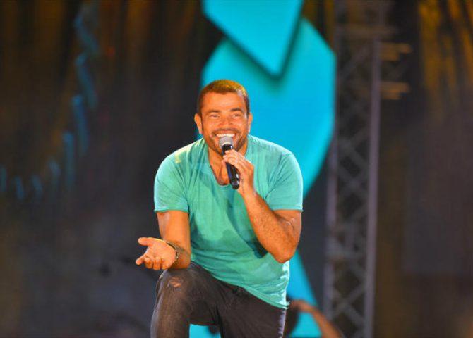 عمرو دياب يغني في جدة… هذا ما قاله للجمهور السعودي