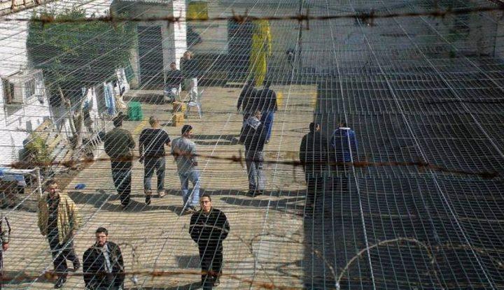 """أسرى """"عسقلان"""" يحمسون قرارهم بالشروع في الإضراب عن الطعام"""