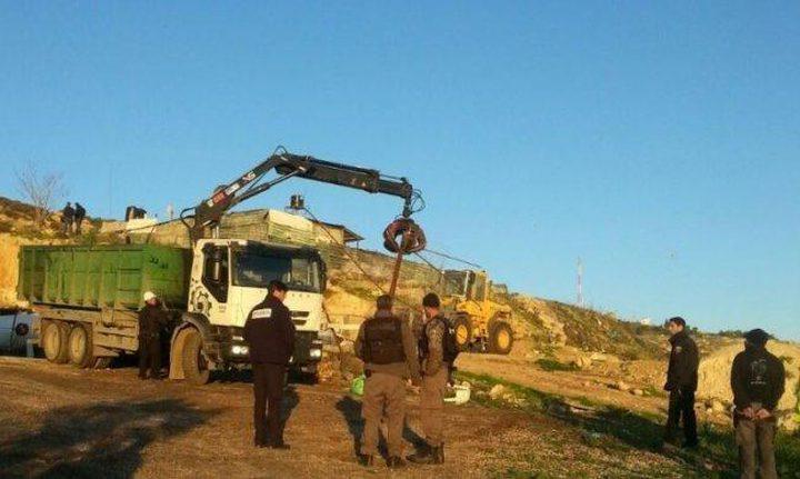 الاحتلال يخطر بوقف البناء بمنزل قيد الانشاء جنوب بيت لحم