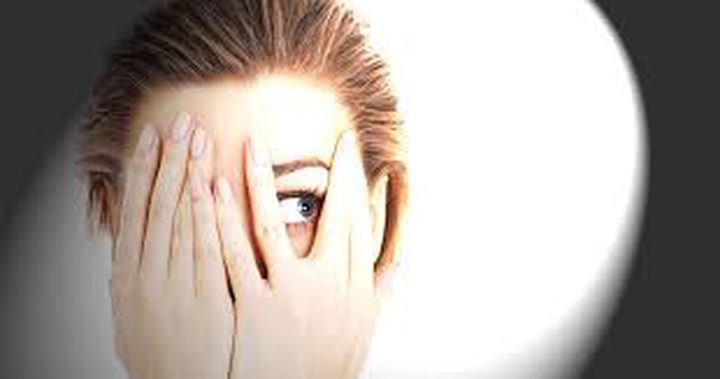 دراسة: الأشعة فوق البنفسجية تدمر قدرة العينين على الرؤيا