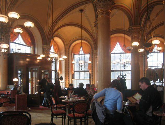 أبرز المقاهي الأدبية في العالم العربي