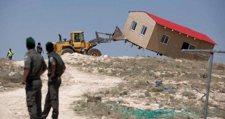 الاحتلال يخطر بهدم واخلاء أراضٍ في العيسوية