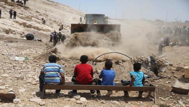 نيابة الاحتلال تطالب بتأجيل إخلاء الخان الأحمر