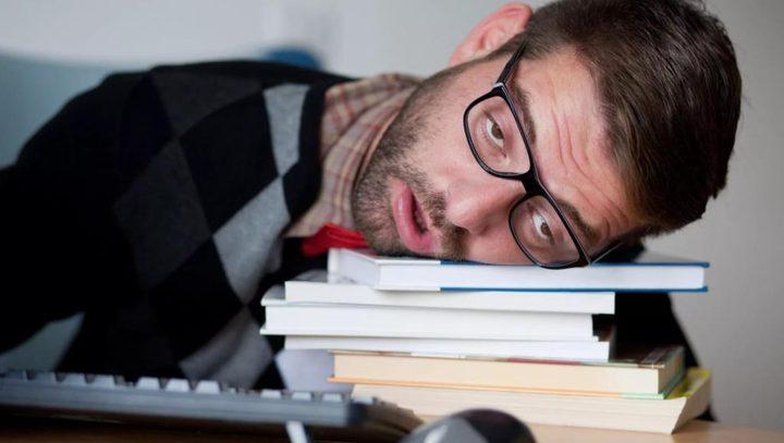 دراسة: قلة النوم تخفض قدرة الدماغ على الاحتفاظ بالمعلومات الجديدة