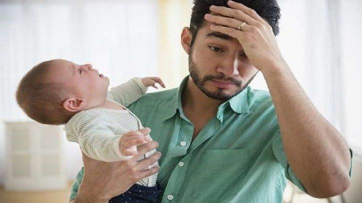 اكتئاب ما بعد الولادة يهدد الآباء!