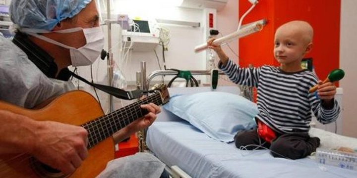 دراسة: الموسيقى تخفف آلام مرضى السرطان