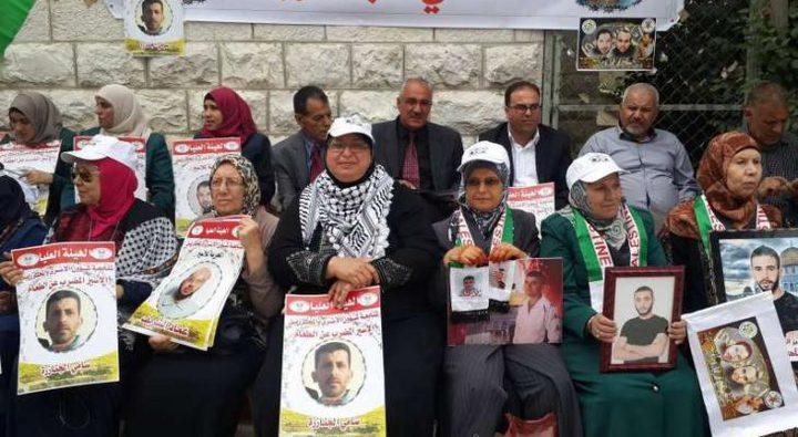 طولكرم : وقفة تضامنية مع الأسرى أمام الصليب الأحمر