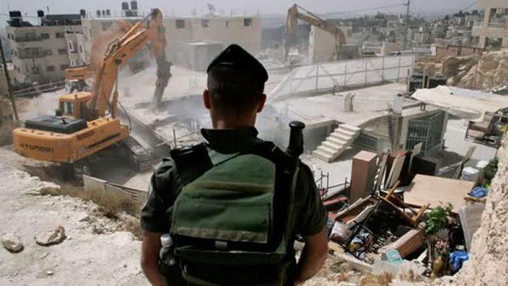 الاحتلال يهدم محلا تجاريا في جبل المكبر