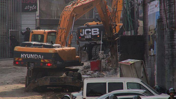 الاحتلال يهدم محلا تجارية في جبل المكبر