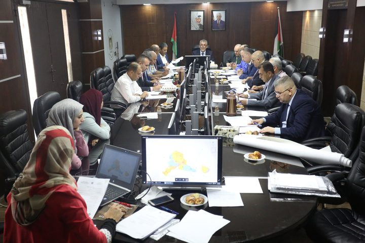 وزير الحكم المحلي يترأس الاجتماع الدوري لمجلس التنظيم الأعلى