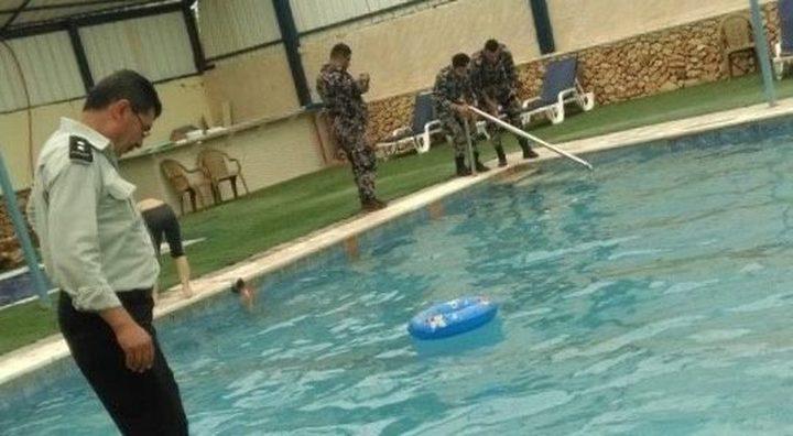 إغلاق مسبحا في بلدة جفنا شمال رام الله