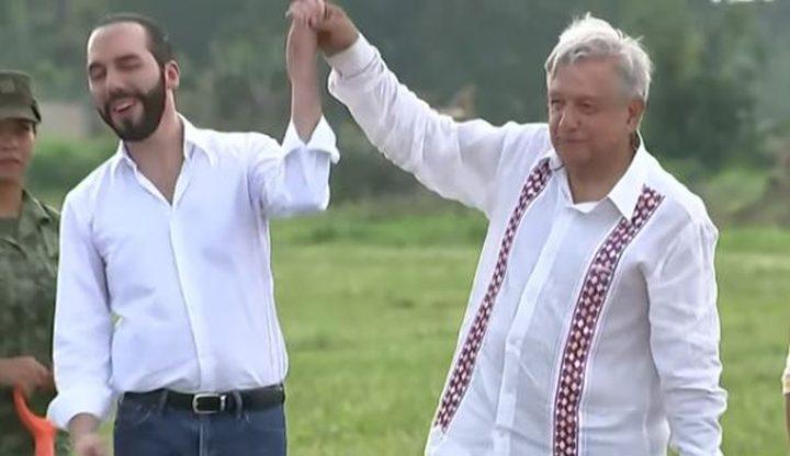 الرئيس المكسيكي يفاجئ رئيس السلفادور بضربه على وجهه