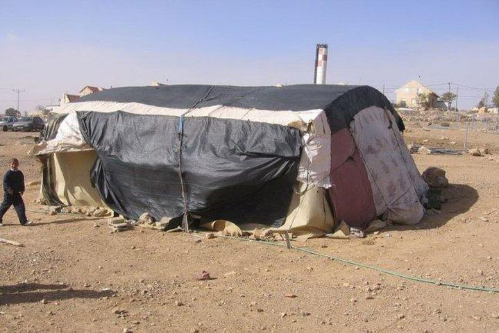 الخليل: الاحتلال يستولي على خيمة سكنية