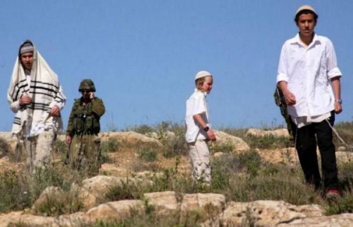 الاحتلال ينصب أسلاكا شائكة حول أراضٍ شمال يعبد