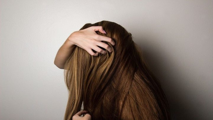 خبير ينصح باستهلاك 5 فواكه لمنع تساقط الشعر!