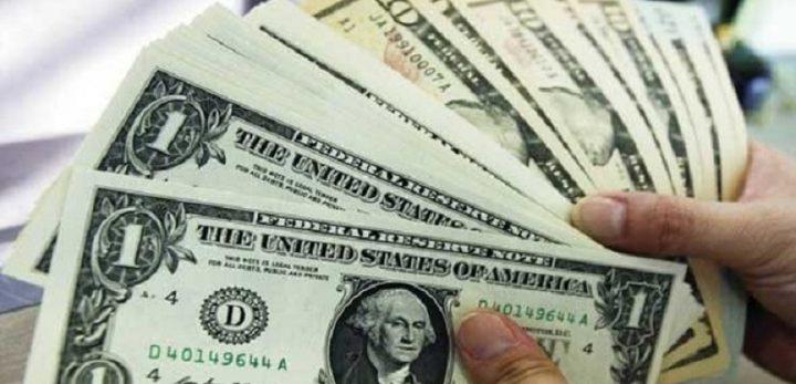الدولار يواصل الهبوط أمام اليورو والين