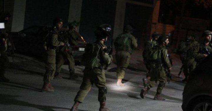قوات الاحتلال تعتقل 4 شبان في مدينة الخليل