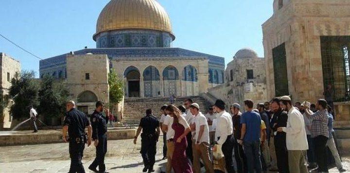 عشرات المستوطنين  والطلبة التلموديين يقتحمون المسجد الأقصى