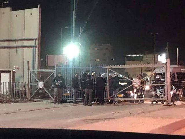 الاحتلال يغلق حاجز قلنديا العسكري شمال القدس المحتلة