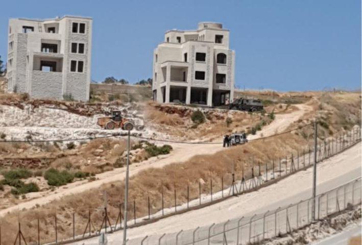 الاحتلال يمهد لهدم 100 شقة سكنية في وادي الحمص