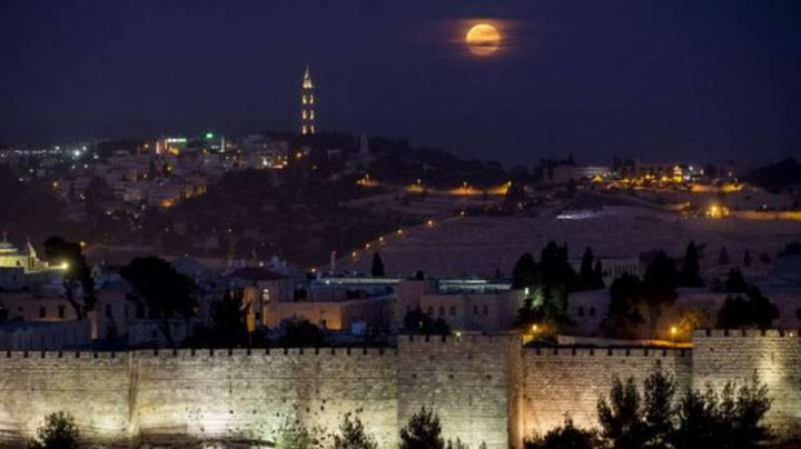 بلدية الاحتلال تضيء سور القدس برسومات وتلميحات تلمودية
