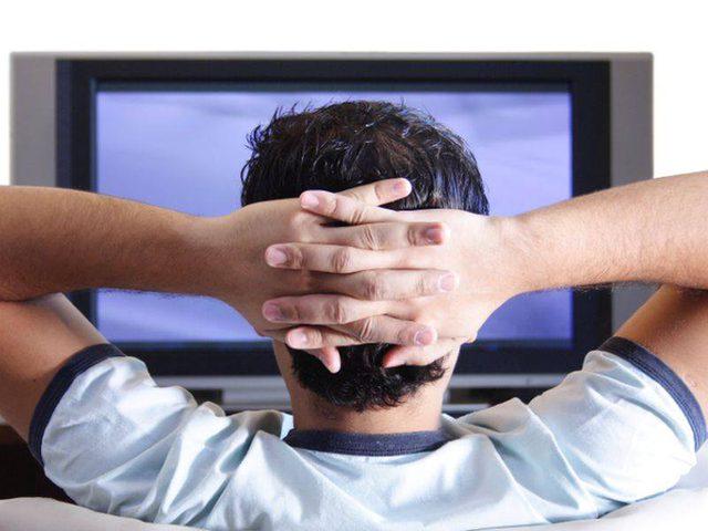 دراسة: المكوث مدة طويلة أمام التلفاز يؤثر سلباً على الصحة