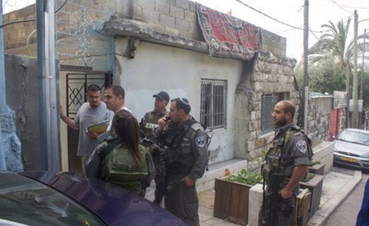 الاحتلال يوزع اخطارات هدم لعدد من المنشآت شمال القدس