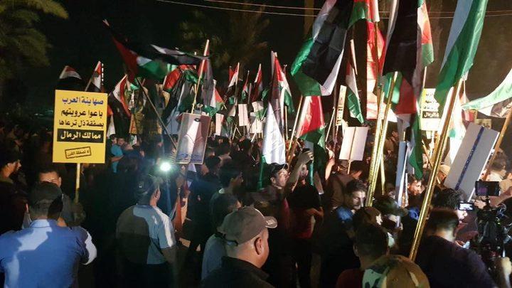اقتحام السفارة البحرينية في بغداد ورفع العلم الفلسطيني فوقها