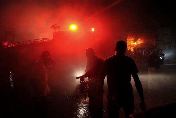 الدفاع المدني يسيطر على حريق بمخيم الشاطئ في غزة