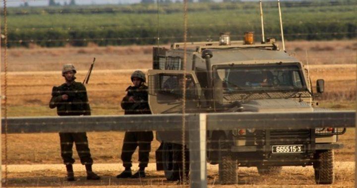 الاحتلال يعتقل شابين بزعم اجتياز السياج الفاصل جنوب القطاع