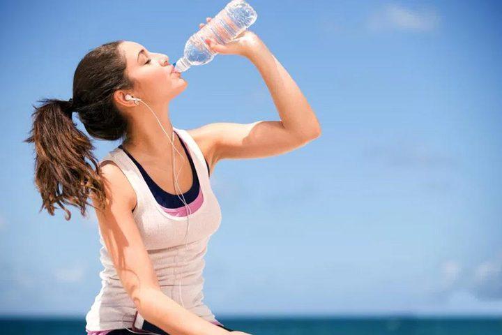 خطورةاعادة استخدام زجاجة المياه البلاستيكية