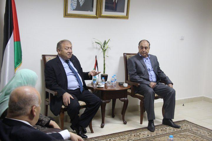 وزير الاقتصاد يعلن بدء تنفيذ قرار الحكومة بشأن نابلس