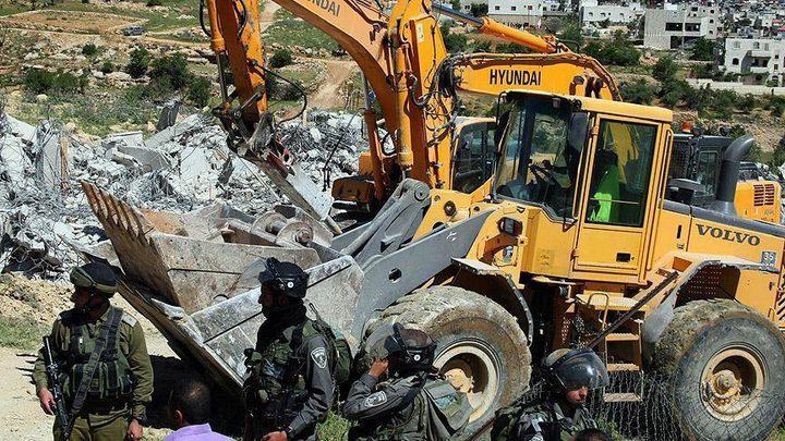 الاحتلال يوقف شق طريق في بتير