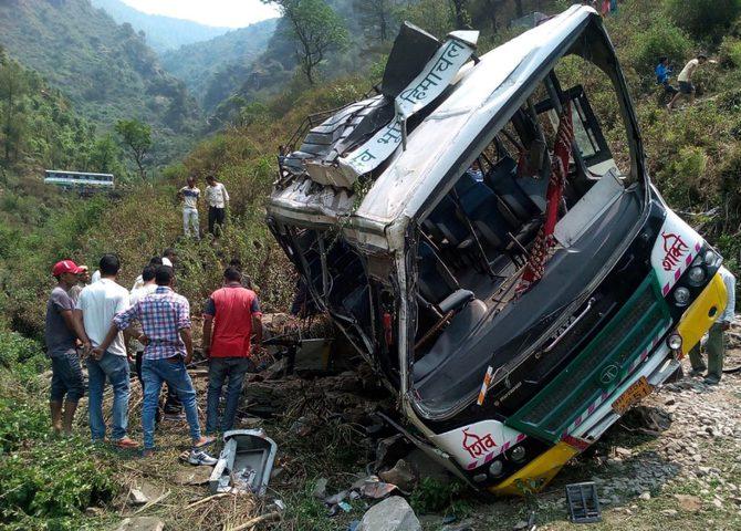 الهند: مصرع 24 شخصا جراء سقوط حافلة ركاب في واد