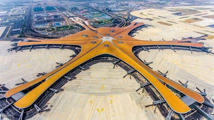 صالة سفر بحجم (140 ملعب كرة قدم) في مطار بكين