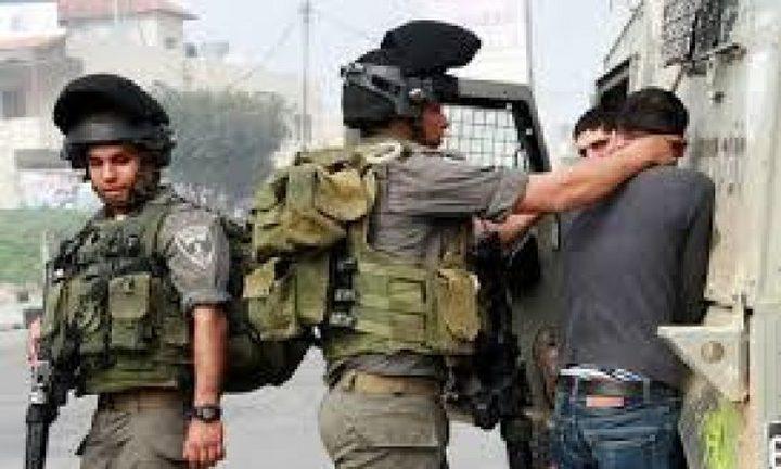 قوات الاحتلال تعتقل فلسطينياً بزعم نيته تنفيذ عملية